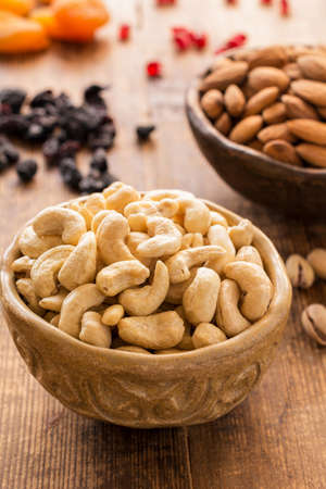 comida arabe: Nuts and dried fruits, authentic arabic food. Vertical