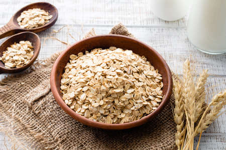Oats, rolled oats or oat flakes in bowl. Healthy eating, healthy lifestyle concept 스톡 콘텐츠