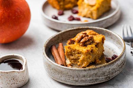 Autumn Pumpkin Pie Cake With Walnuts, Cinnamon, Maple Syrup. Closeup view. Comfort food Imagens