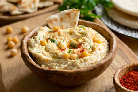 Homemade chickpea hummus bowl with pita chips and smoked paprika. Closeup view, square crop Banque d'images