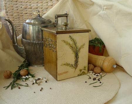 レトロな静物古いポット、乾燥ハーブのボックス。 写真素材 - 61110603