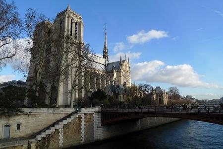 パリ、フランスの首都のシンボルの一つのセンターのカトリック教会 写真素材 - 61110835
