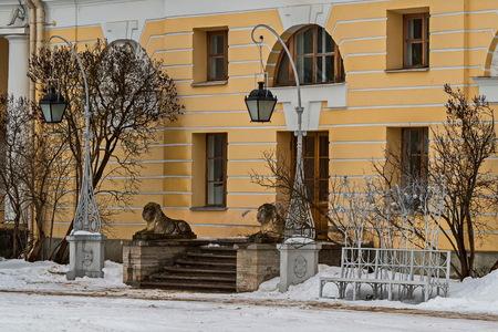 Lions guarding the entrance to the Palace. February. Pavlovsk. Park.