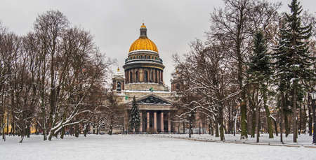 View of St. Isaac's Cathedral Saint-Petersburg. February. Редакционное