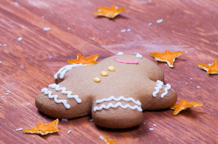 gingerbread cookies: Decoration with gingerbread cookies on wood