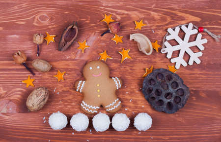 gingerbread cookies: Christmas decoration with gingerbread cookies