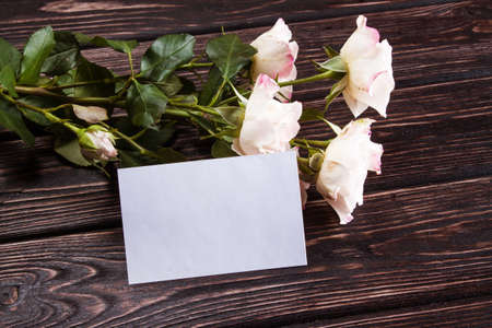 love rose: Roses and card on wood background