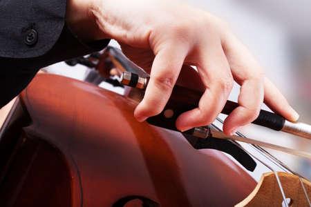 Man spelen van de cello. Klassieke muziek