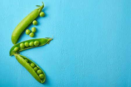 Fresh green peas close up. Food ingredients. Nature background Standard-Bild
