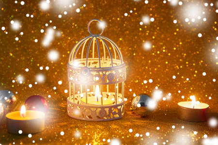 Burning candle and Christmas decoration over snow and wooden background, elegant low-key shot with festive mood Banque d'images - 115451880