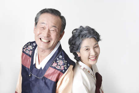 moral obligation and justice: Old couple in Korean traditional costumes LANG_EVOIMAGES