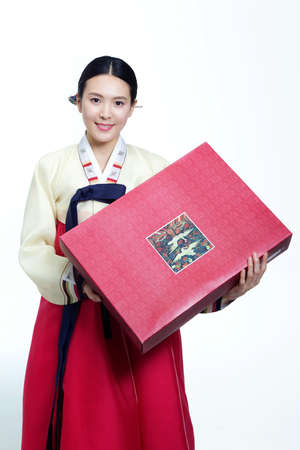 moral obligation and justice: Korean traditional costumes in Holidays LANG_EVOIMAGES