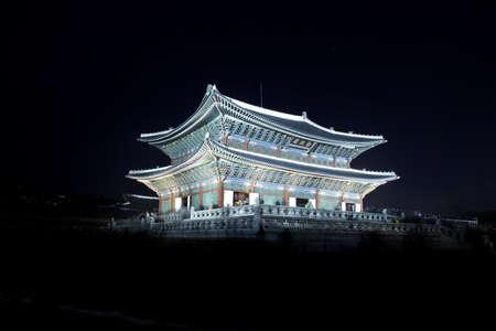 showgoon: Night view of Korean old palace (Gyeongbokgung) LANG_EVOIMAGES