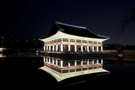 Night view of Korean old palace (Gyeongbokgung) Stock Photo - 10230893