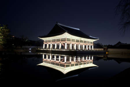 Night view of Korean old palace (Gyeongbokgung) Stock Photo - 10230894