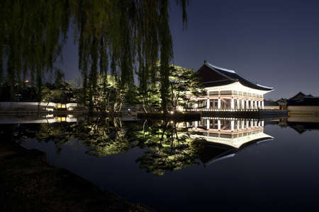 Night view of Korean old palace (Gyeongbokgung) Stock Photo - 10230895