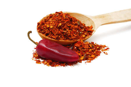 ground dried chili pepper flakes in wooden spoon and pod isolated on white background, full depth of field Banque d'images
