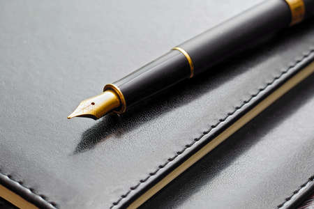 macro of black luxury gold plated fountain pen on leather notebook cover Stock fotó - 151291141