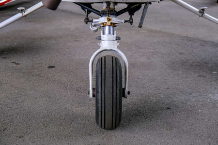 Landing gear close up, light sport aicraft wheel, front view of damper and wheel Banque d'images - 124691150