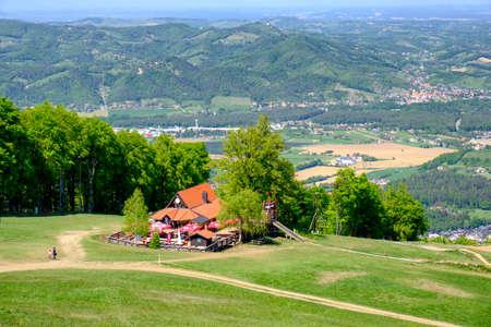 Mountain hut in European Alps on ski slope in summer, hiking destination, koca Luka on Mariborsko Pohorje near Maribor, Slovenia Banque d'images - 124692501