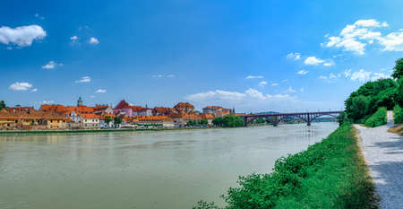 Lent district in Maribor, Slovenia, a popular waterfront promenade with historical buildings on the banks of Drava river Zdjęcie Seryjne