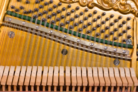 piano de cola: Mec�nica de Piano Foto de archivo