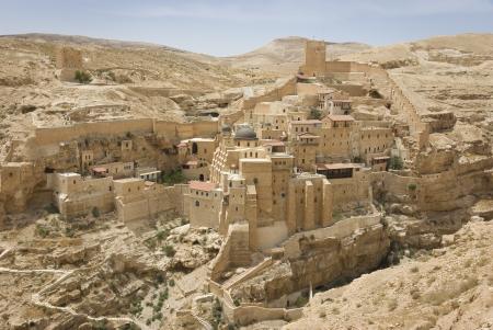 desierto: el antiguo monasterio de Mar Sabas en el desierto de Judea, Israel es de unos 1500 a�os,