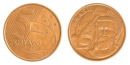 plundering: 5 Braziliaanse real centavos munt geïsoleerd op witte achtergrond