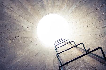 concept - licht aan het eind van de tunnel