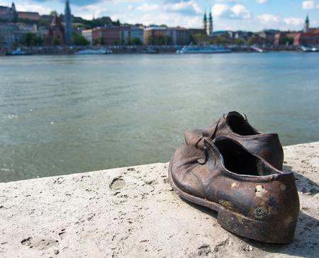 Schuhe Auf Der Donau Ein Denkmal Fur Die Ungarischen Juden Den