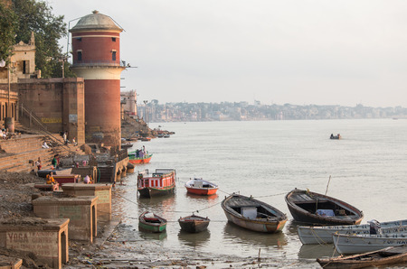 tulsi: VARANASI, INDIA - SEPTEMBER 3, 2014: Unidentified people at Tulsi Ghat on the bank of the Ganges river