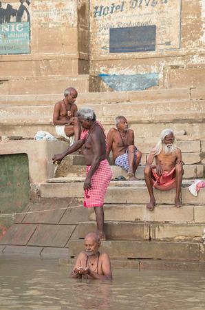 varanasi: VARANASI, INDIA - SEPTEMBER 3, 2014: Unidentified people performing Puja on the banks of the Ganges river