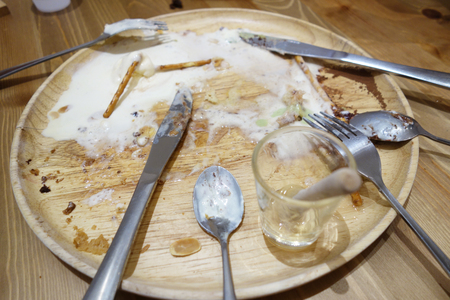 messy: Messy Wood Plate and Utensil