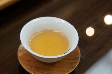 Chinese tea that went into the white bowl Imagens