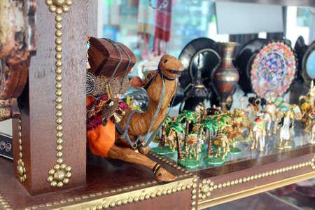 souvenirs: souvenirs