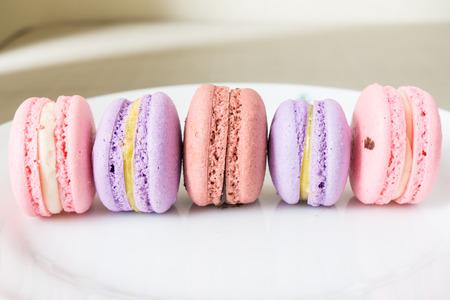 フランス語甘い珍味で、マカロンの様々 なクローズ アップ。
