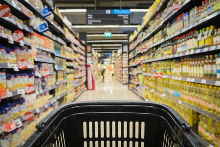 Unscharfen Hintergrund: Supermarkt-Geschäft Unschärfe Hintergrund mit Bokeh