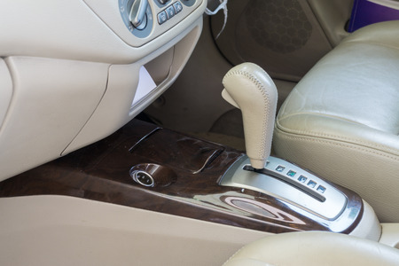 Car interior. Automatic transmission gear shift. Imagens - 43253181