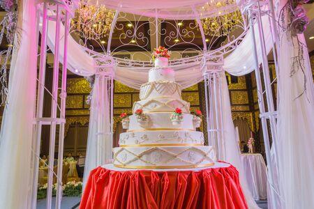 feier: Schöner Kuchen der Trauung, verschwommen