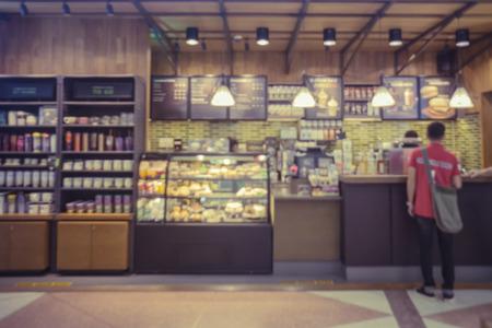 tiendas de comida: coffee shop blur background with bokeh image,in vintage effectCustomers enjoy coffee and delicious food.