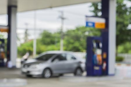 fondo borroso de la estación de servicio, fuera de la estación de gas de enfoque, la gasolinera y tienda de conveniencia Foto de archivo