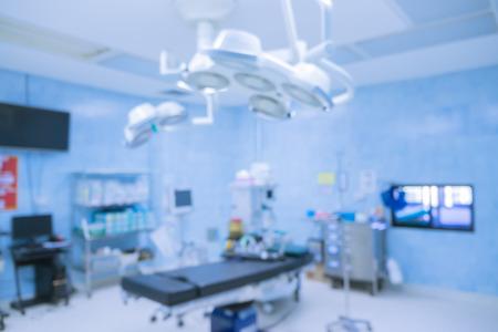 Onduidelijkheid van apparatuur en medische apparatuur in de moderne werkruimte nemen met kunstverlichting en blauwfilter, werkruimte met moderne apparatuur. Werkruimte klaar voor gebruik