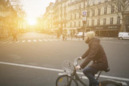 抽象的な通り、宮殿の Versailles,France.vintage カラーの前の公園で歩いているビジネス人々 の画像の背景をぼかし