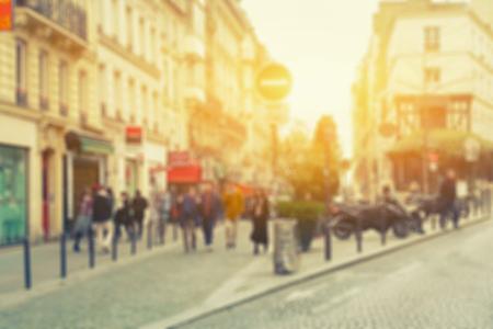 抽象的な通り、Versailles,France.vintage 色の前の公園で歩いているビジネス人々 のイメージの背景をぼかし