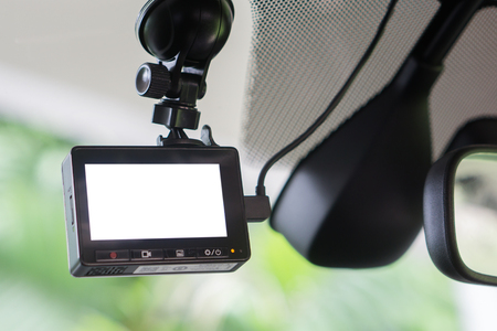 Car video recorder geïnstalleerd op het raam, met een leeg scherm, copyspace, selectieve focus.at zonsondergang, vintage kleur Stockfoto - 66428048