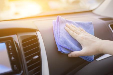 Car.woman - 詳細と valeting 車介護ステーションで洗車、選択と集中、ヴィンテージ色の概念車の車のインテリアのクリーニングをクリーニング マイクロ