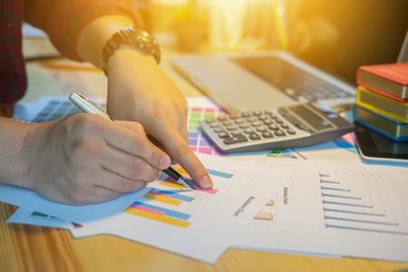 実業家財務官及び長官のレポートを表示したり、計算したり、チェックのバランスをとる。管理者内部収益サービスのドキュメント。ビジネス監査