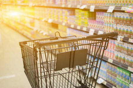 Abstract blurred photo of trolley in department store bokeh background,Shopping cart in supermarket ,vintage color 版權商用圖片 - 80676259