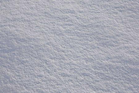De fondo de imagen máxima sutil de nieve fresca en polvo blanco con textura de las sombras y la luz del sol brillante se refleja