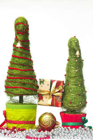 Shiny miniature Christmas trees made of sisal with beads and present